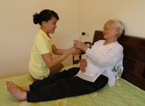 Dịch vụ chăm sóc người già, người cao tuổi