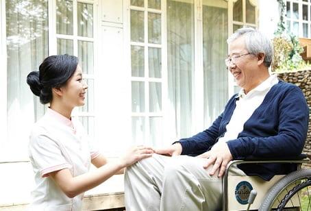 Dịch vụ chăm sóc người già Vina Healthcare